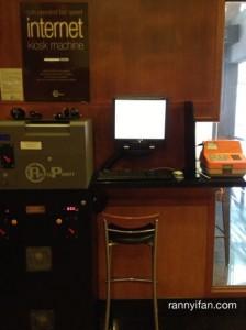 Kios Internet di Lobby Hotel, S$1 per 15 menit