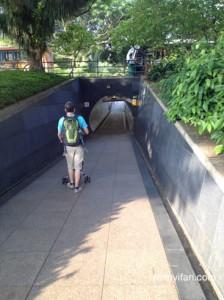 Masuk terowongan ini juga asal, pede aja