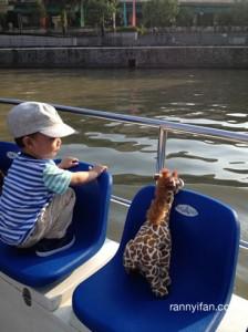 Duduk bareng Gigi the Giraffe